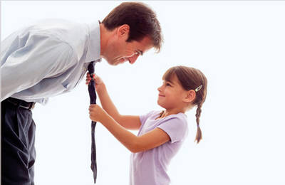 Отец заставляет дочерей заниматься этим