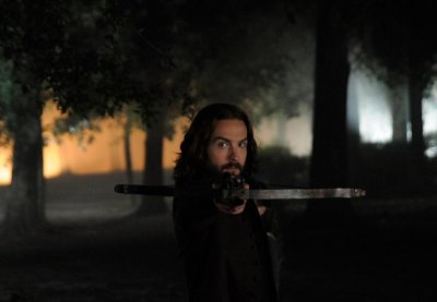 Ichabod Crane (Tom Mison) holds a crossbow on Sleepy Hollow