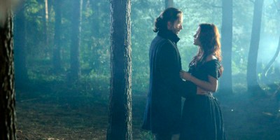 Ichabod (Tom Mison) holds Katrina (Katia Winter) on Sleepy Hollow