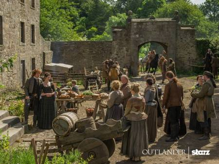 Jamie and Claire Fraser on Outlander