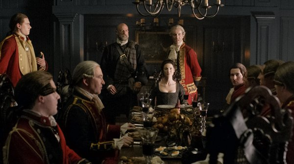 Claire and British officers on Outlander