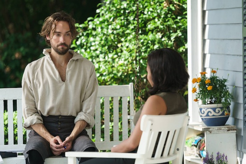 "Ichabod Crane (Tom Mison) and Abbie Mills (Nicole Beharie) sit on the porch of the home they share on the Sleepy Hollow ""I, Witness."""