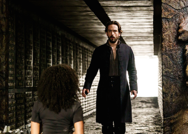 Ichabod and Abbie see each other on Sleepy Hollow
