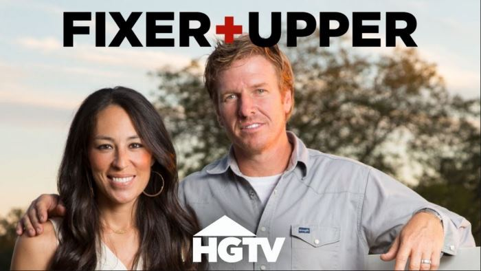 Fixer upper season three debuts in december on hgtv for Do chip and joanna own the houses they show