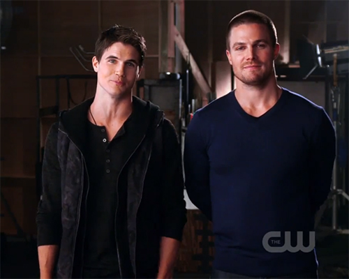 Pictured: Robbie Amell (r) and Stephen Amell (l) | Photo: The CW