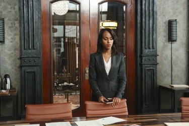 "SCANDAL - ""Guess Who's Coming to Dinner"" - Through flashbacks we learn more about Olivia's estranged relationship with her father. Meanwhile, both the White House and Pope & Associates are still in the middle of cleaning up the very big and very public mess they created, on ""Scandal,"" THURSDAY OCTOBER 10 (10:00-11:00 p.m., ET) on the ABC Television Network. (ABC/Danny Feld) KERRY WASHINGTON"