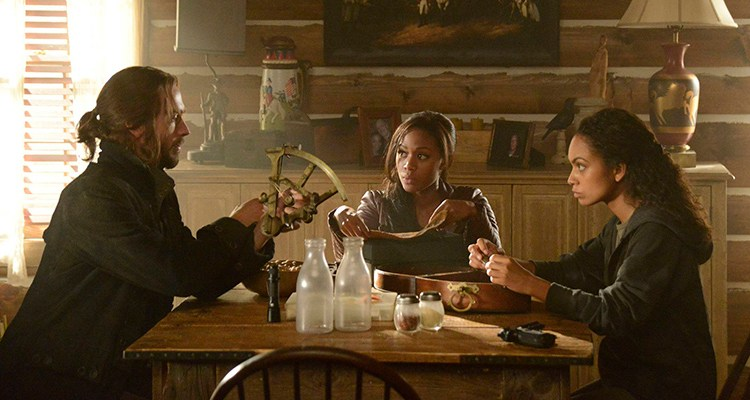 "SLEEPY HOLLOW: Lt. Abbie Mills (Nicole Beharie, C) and Ichabod Crane (Tom Mison, L) find Abbie's estranged sister, Jenny (guest star Lyndie Greenwood, R), in ""The Lesser Key of Solomon"" episode of SLEEPY HOLLOW airing Monday, Oct. 7 (9:00-10:00 PM ET/PT) on FOX. ©2013 Fox Broadcasting Co. CR: Brownine Harris/FOX"