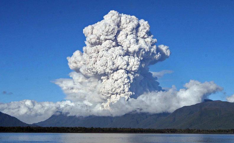 chaiten-plume-volcano