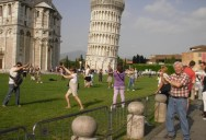 This Guy Had a Blast with Oblivious Tourists at the Leaning Tower ofPisa