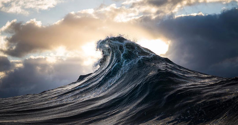 Frozen Animated Wallpaper Guy Turns Ray Collins Wave Photos Into Cinemagraphs And