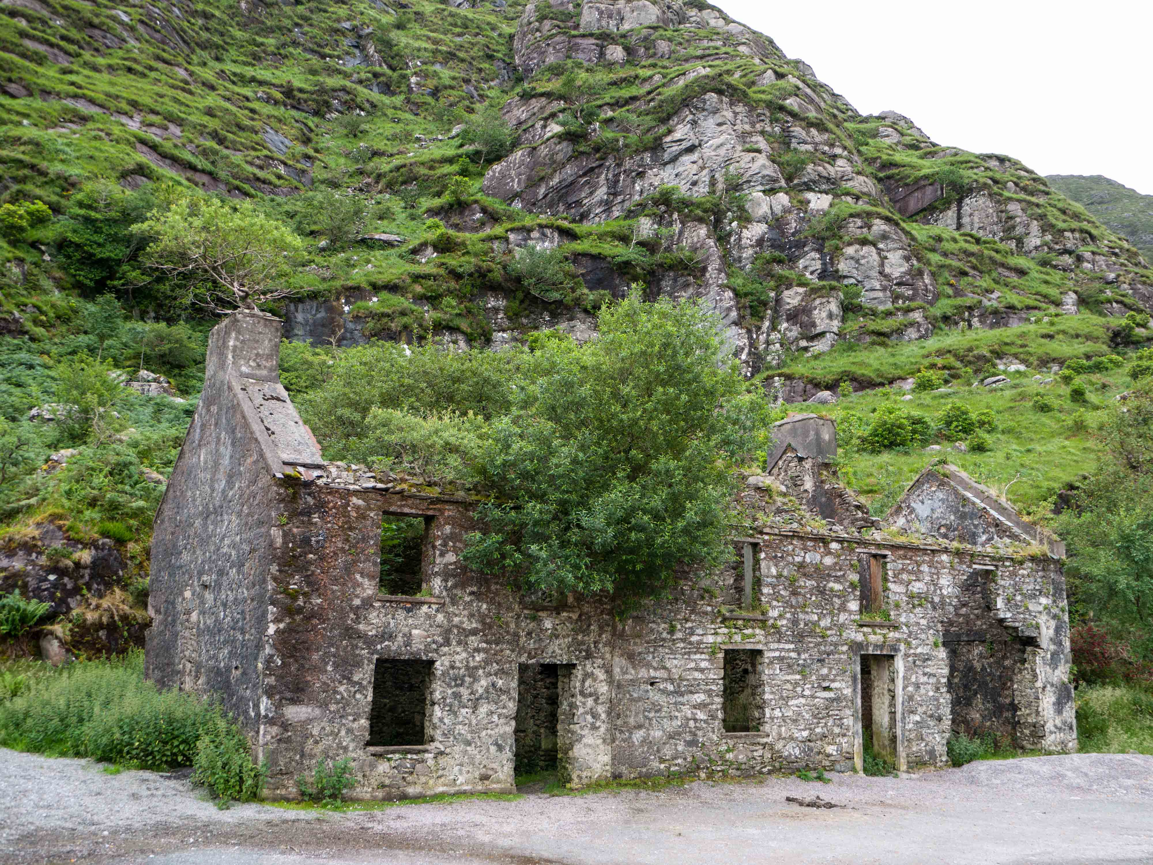 Irish Stone Houses Ireland Twoandahalfbackpacks
