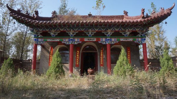Temple in the fields outside of Xiangshui