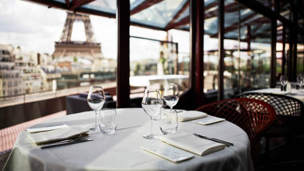 Toit Terrasse Paris 5 Les Ombres In Paris - Restaurant Reviews, Menu And Prices