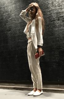 7白のテーラードジャケット×白パンツ×ショートTシャツ