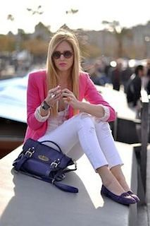 8ピンクのテーラードジャケット×白デニム×白ブラウス