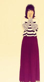 8赤マキシ丈スカート×白黒ボーダーニット