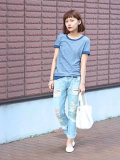 10青Tシャツ×ダメージデニムパンツ