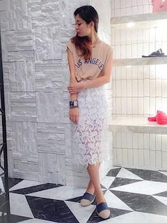 2ピンクTシャツ×レースタイトスカート