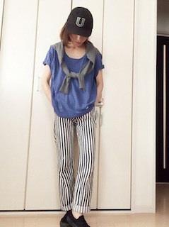2青Tシャツ×ストライプパンツ