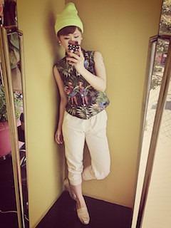 11アロハシャツ×白パンツ
