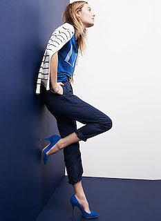 7青Tシャツ×ネイビーパンツ