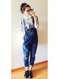 10グレーシャツ×オーバンオール×革靴