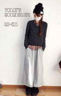 3チェックシャツ×黒ニット×マキシ丈スカート