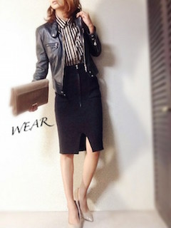 10ストライプシャツ×革ジャン×タイトスカート