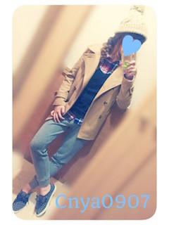 11ベージュのPコート×チェックシャツ×スエットパンツ