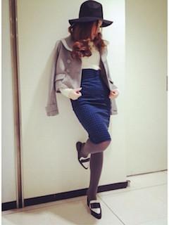 8グレーのPコート×タイトスカート×ハット