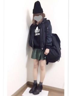 6黒のMA1×トレーナー×ミニスカート