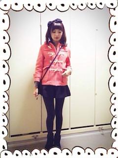 7ピンクのダッフルコート×ミニスカート×ムートンブーツ
