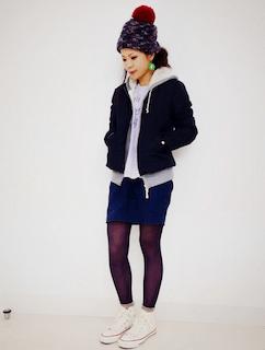 8黒のダウン×ジップパーカー×ミニタイトスカート