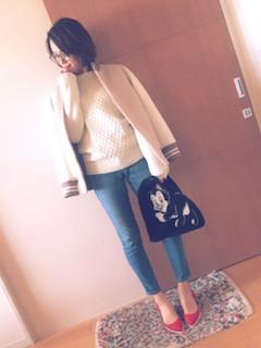 2冬のスタジャン×白セーター×ジーンズ
