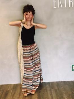 12黒のキャミソール×ジレ×エスニックスカート