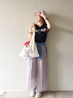 4スカーチョ×黒のノースリーブ×デニムシャツ