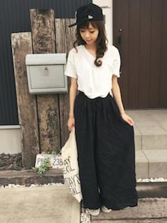 5黒のスカンツ×白Tシャツ×キャップ