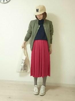 11赤のプリーツスカート×MA1×キャップ