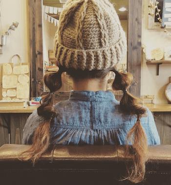ベージュニット帽×ツインたまねぎヘアーのニット帽に合う髪型