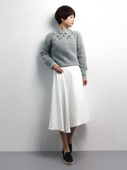 ヘムスカート×襟出しセーター