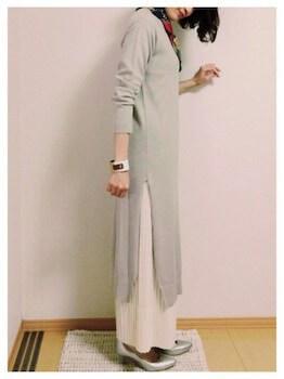 白レザーバングル×ロングジレ×ロングスカート