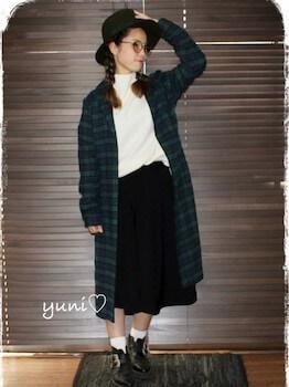 丸メガネ×ロングチェックシャツ×フレアスカート