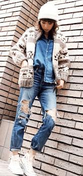 カウチンニット×デニムシャツ×ジーンズ