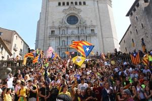 Manifestació a favor del referèndum de l'1-O, escales de la catedral de Girona (22 de setembre de 2017)