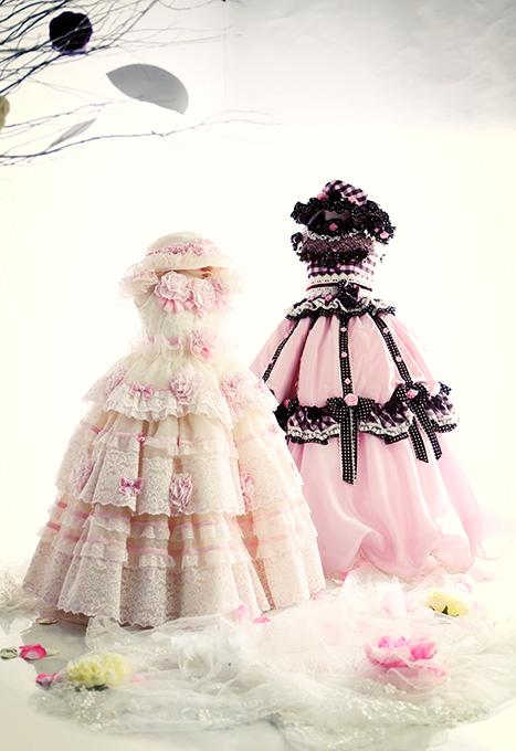 七五三の衣装コレクション 女の子(フリフリがかわいい、白のレースにピンクお花が付いたドレス)