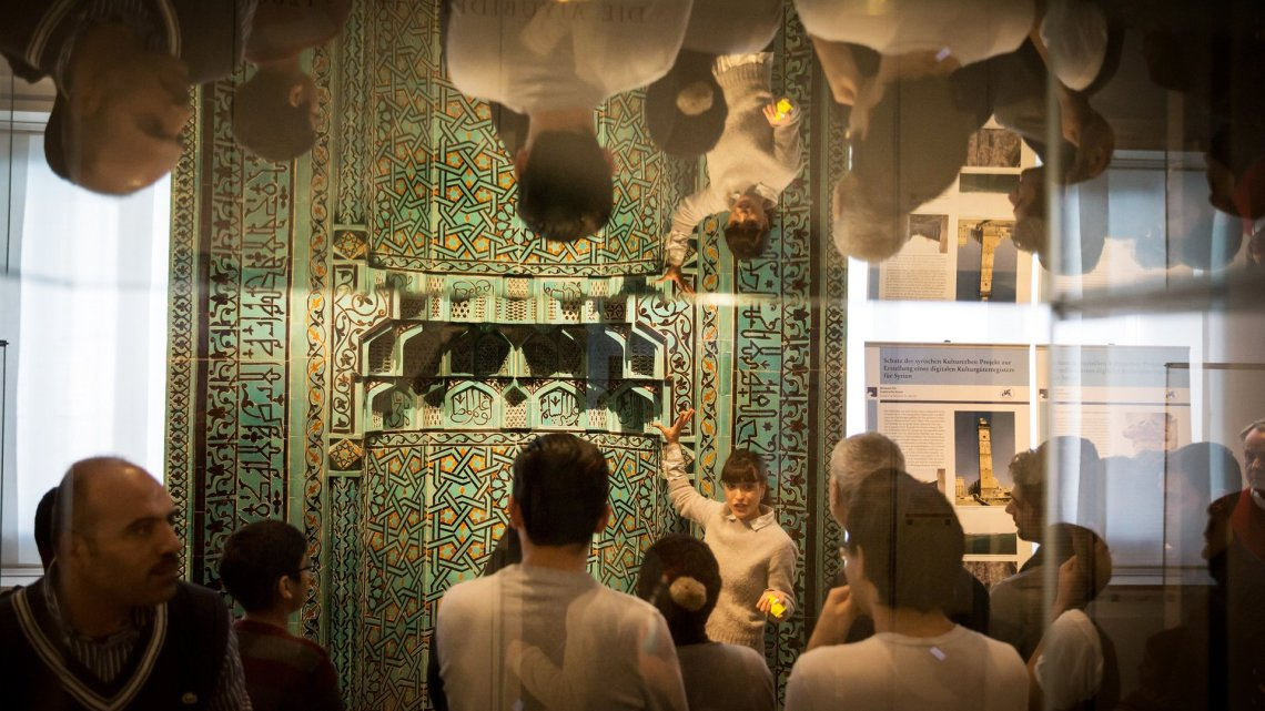 Біженець-екскурсовод у Пергамському музеї Берліна