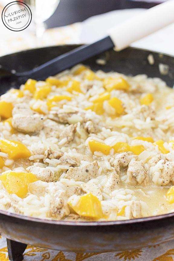 Risotto z mango, kurczakiem i curry
