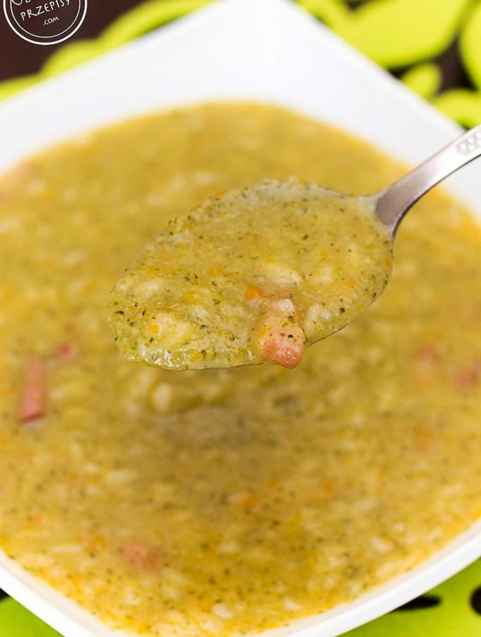 zupa brokułowa z wędzonym boczkiem i ryżem