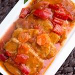 Bitki wieprzowe z papryką i pomidorami