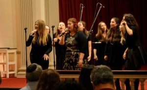Mezumenet performing at an earlier concert on Nov. 5, during Hillel Family Weekend. Dovid Fisher/Mitzpeh.